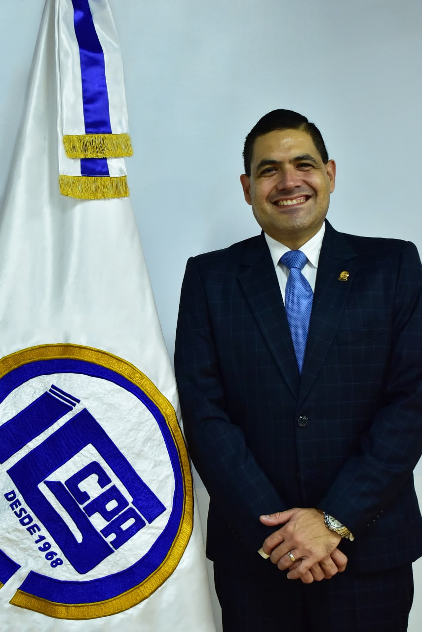 Lic. Espinoza Ba.
